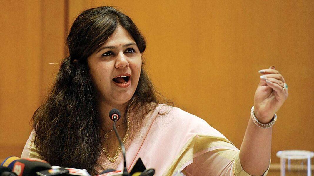 Pankaja Munde supporters from Beed, Ahmednagar gather at her Mumbai office