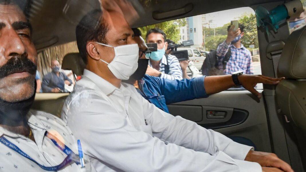 'Sachin Vaze never said he handed over money to ex-home minister'